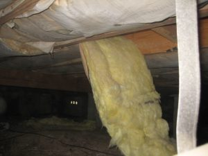Hanging insulation offers a perfect bridge for termites