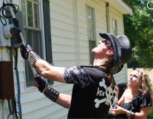 Picture 74 300x234 My 5 Days With Billy The Exterminator